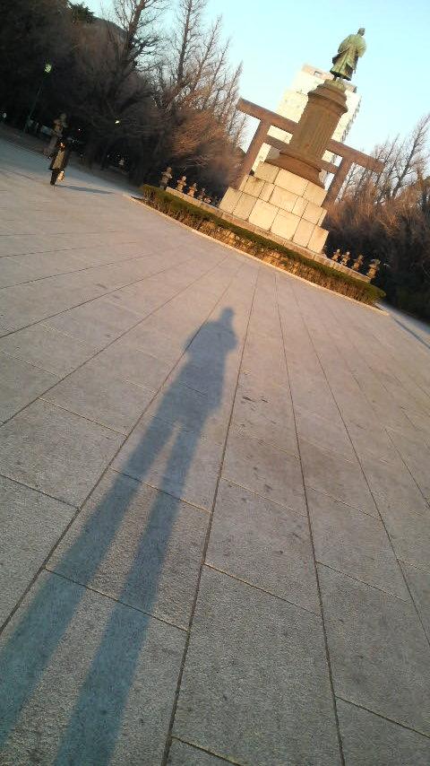 影、ひとり
